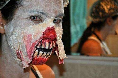 Excelente disfraz zombie para Halloween